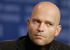 Marc Forster avait refusé Harry Potter, il adopte James Bond.