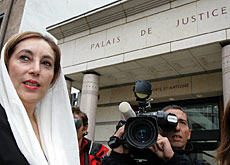 Benazir Bhutto speaks to the press outside the court in Geneva.
