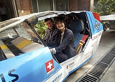 Green travel: Micheline Calmy-Rey tested Swiss adventurer Louis Palmer's solar taxi in Delhi