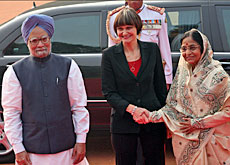 Calmy-Rey (centre) met Indian counterpart Pratibha Devisingh Patil (right) and Indian Prime Minister Manmohan Singh