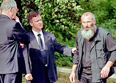 Vitaly Kaloyev (right) at a memorial service for the victims of the crash in 2003