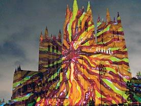 La Cathédrale Nationale à Washington illuminée par l'une des images de Gerry Hofstetter.