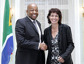 Doris Leuthard and South African Minister of Trade and Industry Mandisi Mpahlwa