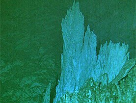 Towers discovered on the sea bed during an international deep sea expedition with Swiss participation