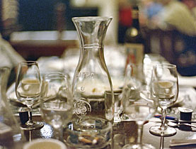 Fin du verre d 39 eau gratuit dans les bistrots swi - Place du verre a eau sur une table ...