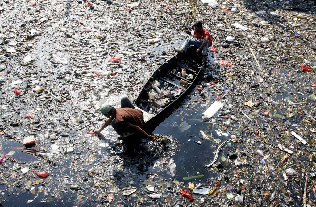 water pollution essays that effecet the world 2017-2-13 co 2 emissions are like the flow of water into the world's carbon bathtub sources of co 2 emissions such as fossil fuel burning, cement manufacture, and land use are like the bathtub's faucet sinks of co 2 in the ocean and on land (such as plants) that take up co 2 are like the drain.