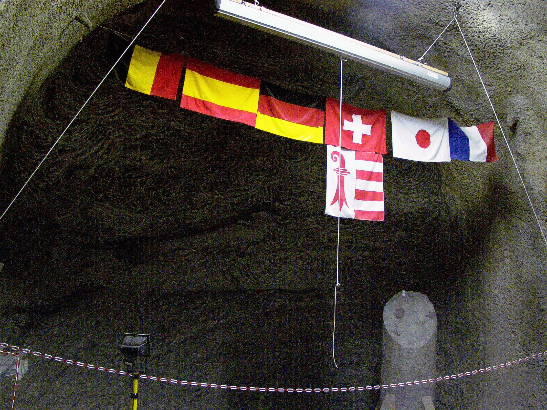 أعلام التعاون الدولي تُـرفرف تحت الأرض