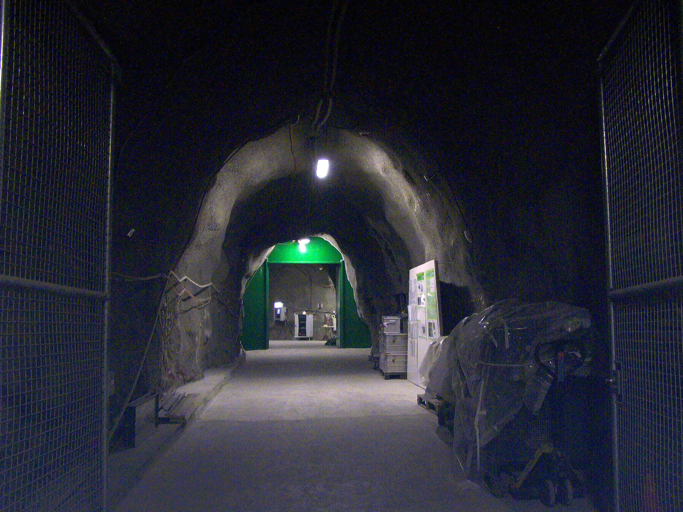 مختبر تحت أرضي في مونت تيري (Mont Terri) بسانت أورسان (St Ursanne)، كانتون الجورا.