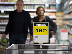 Shoppers in Swiss supermarkets are enjoying falling prices