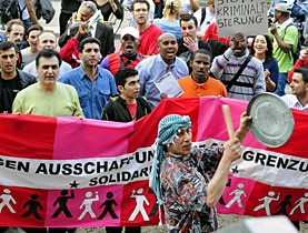 Ecuadorian activist Byron Allauca says the Swiss authorities lack the political will to deal with illegal immigrants
