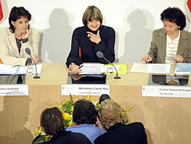 Ministers Doris Leuthard, Micheline Calmy-Rey and Eveline Widmer-Schlumpf briefed reporters on Friday