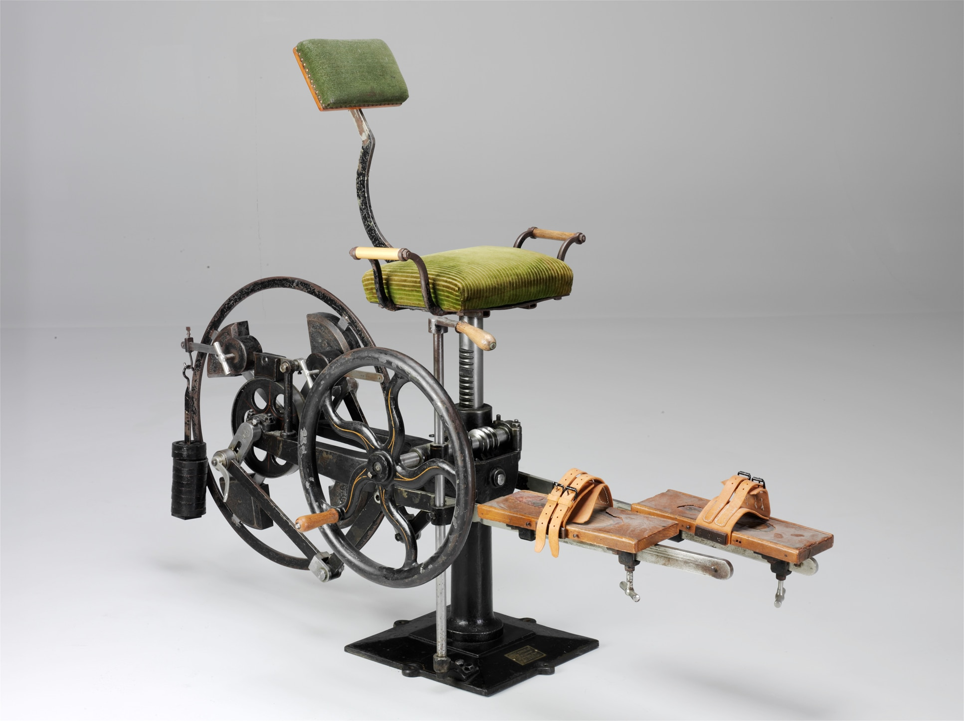 Medico-mechanical apparatus for velocipede pedalling. Wiesbaden: Rossel, Schwarz & Co., around 1925. (Zurich University Museum of the History of Medicine/Donat Stuppan, Swiss National Museum)