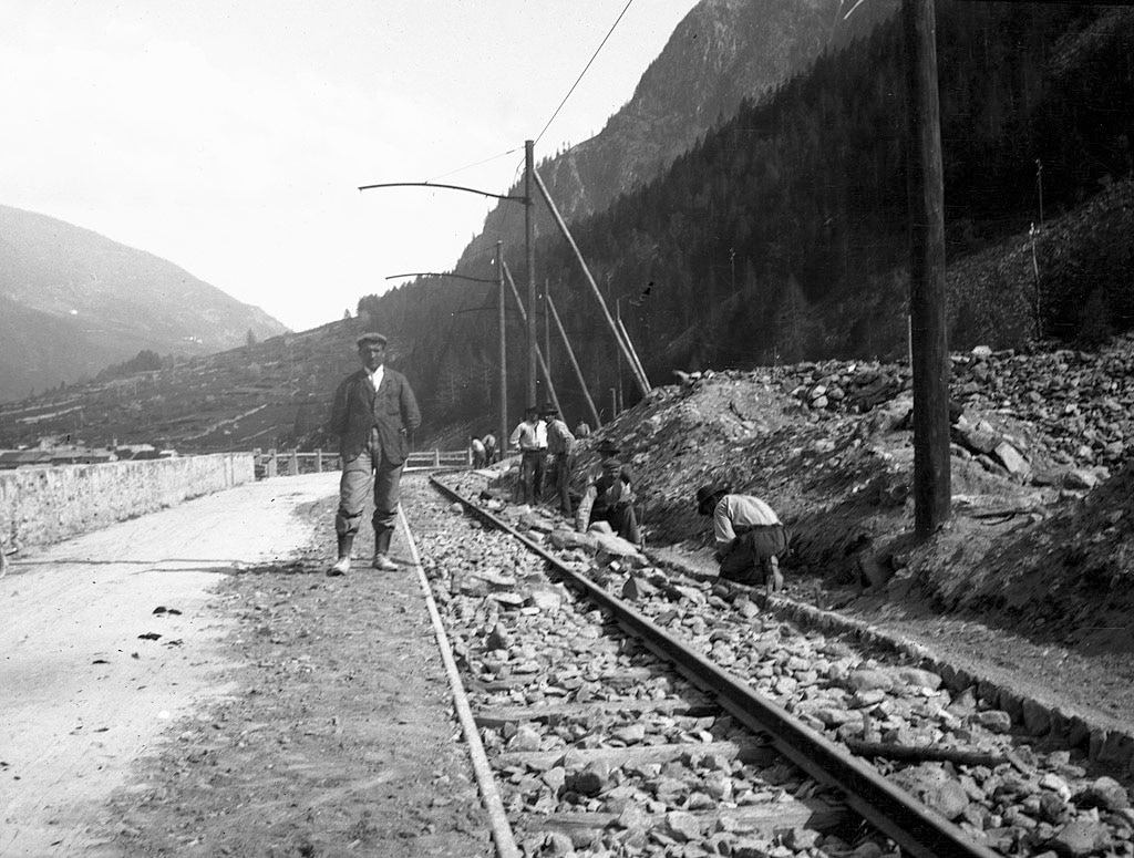 Construction de la voie le long du Lac de Poschiavo, 1908.  (Francesco Olgiati)