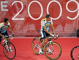 Alberto Contador et Lance Armstrong graviront les cols des Alpes suisses cet été. (Keystone)