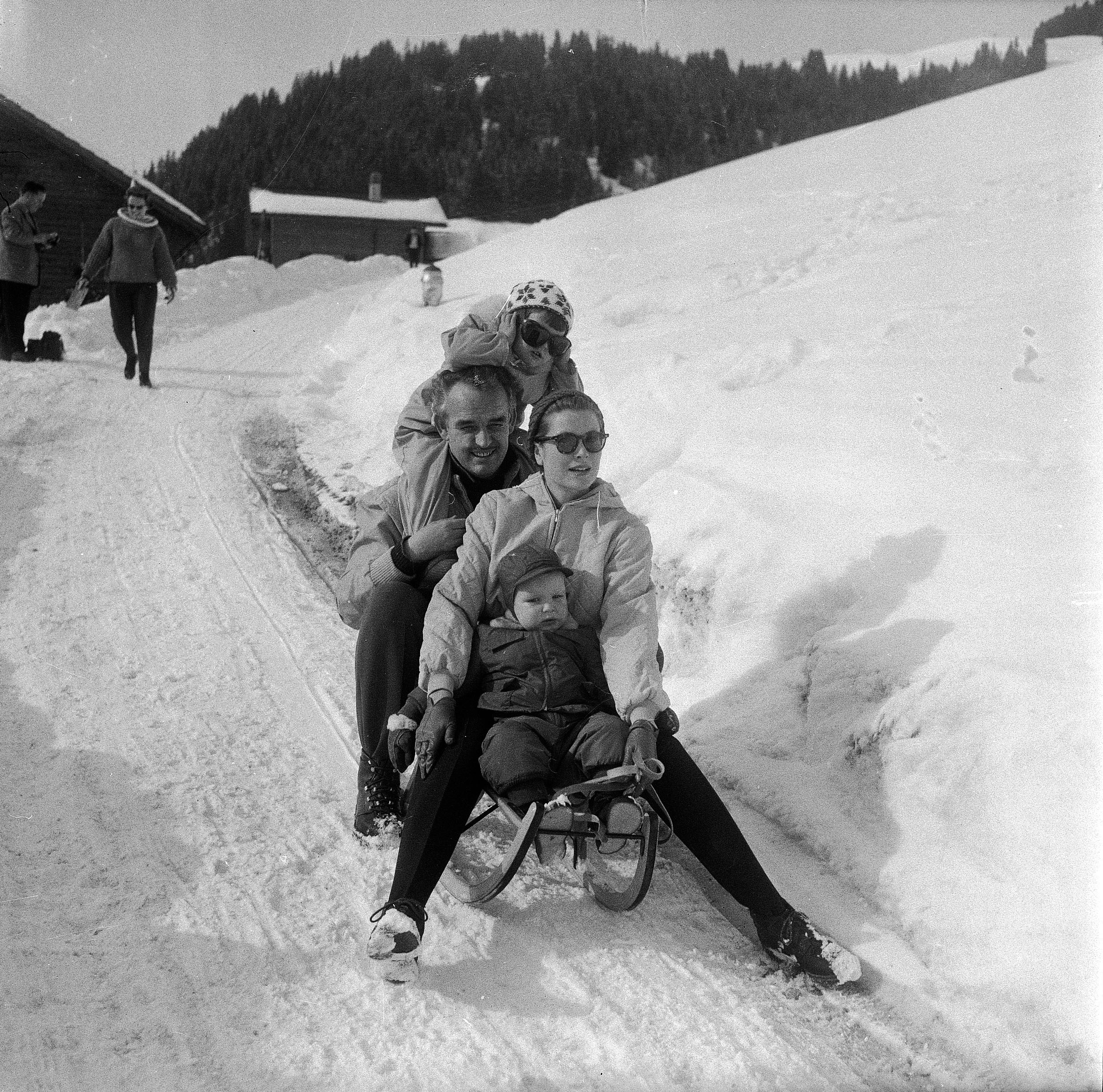 "Monaco's royal family in Schönried, 1960: Caroline, Prince Rainier, Princess Grace, Albert  Prince Albert of Monaco: ""Even as a child I came here to ski with my family. We have a very close and emotional connection to this area, which is why I am always so happy to come here when I can."" (from: Glanz und Gloria, SRF, 2012)"