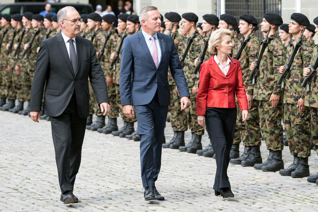 Defence ministers from Switzerland, Austria and Germany walking past Swiss troops