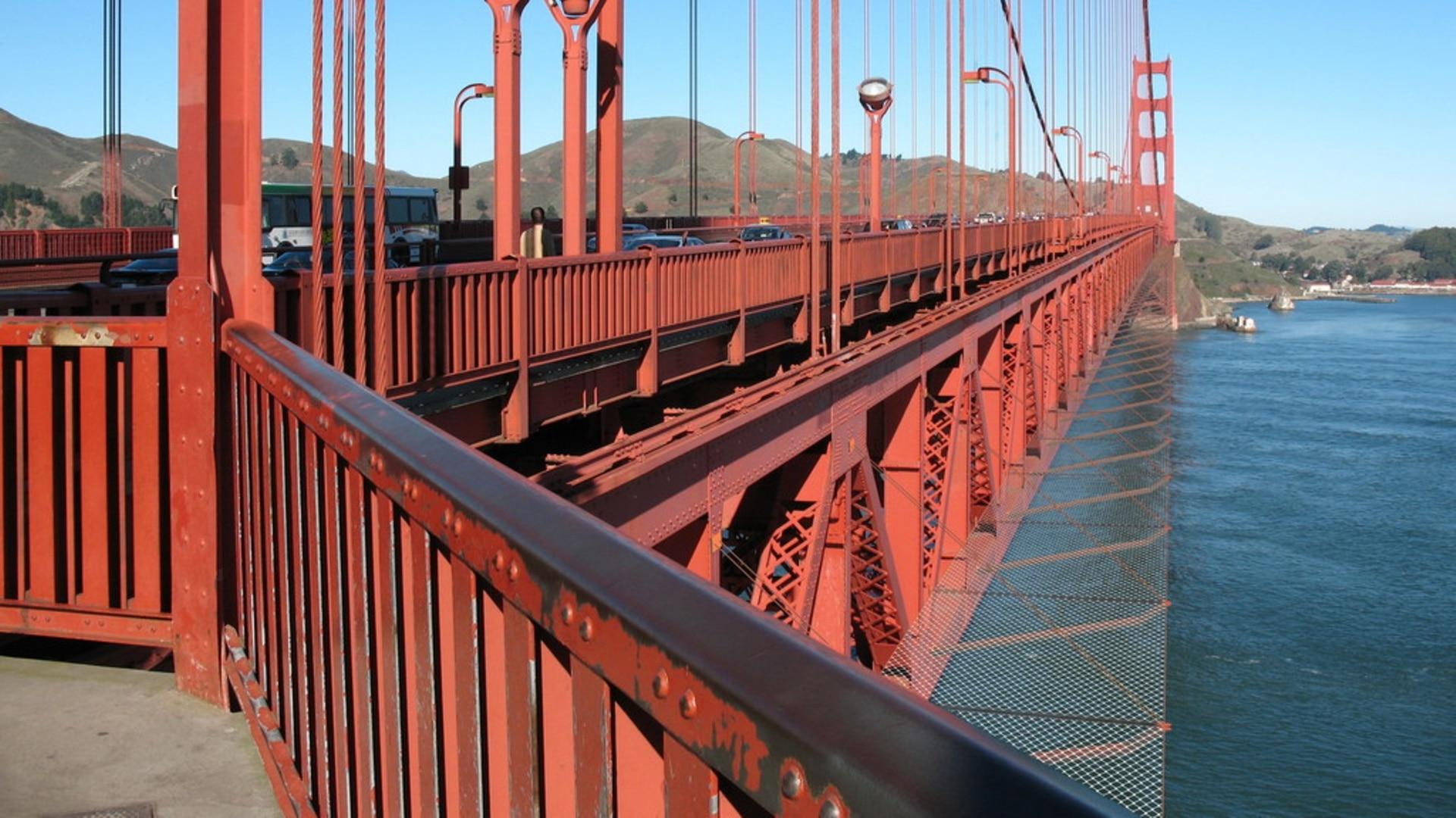 米ゴールデンゲートブリッジ スイスの橋を参考に自殺対策