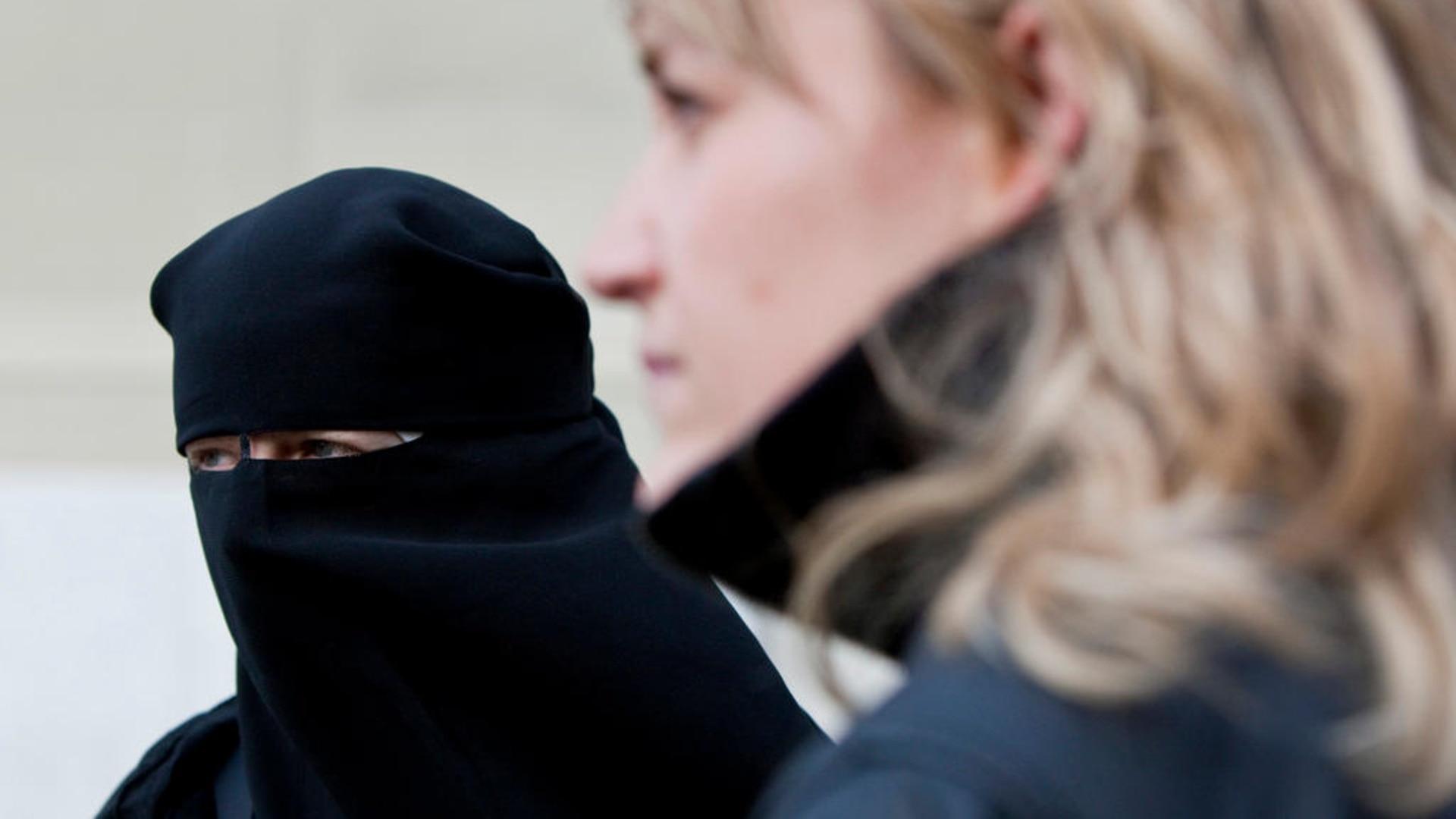 Omul convertit la Islam in cautarea femeii