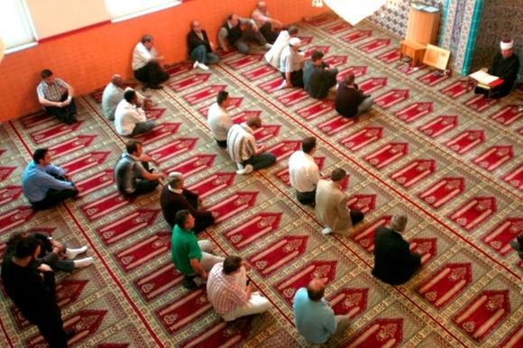 Muslime beten in der Moschee der Bosnischen Moslemischen Gemeinschaft in Emmenbrücke