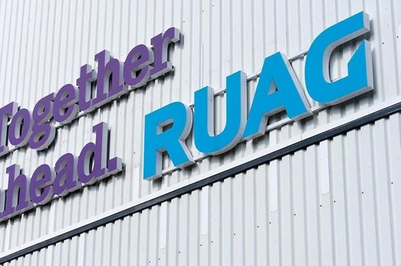 Fachada da Ruag com letreiros da empresa