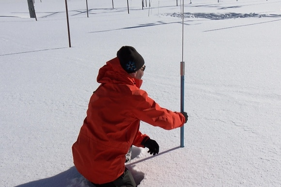 Snow physicist Charles Fierz analyses a snow profile.