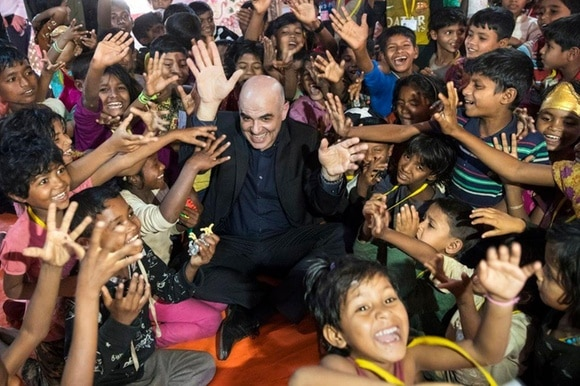 President Berset surrounded by Rohingya children