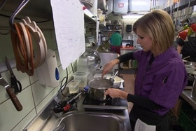 Sabine Jermann is starting as an apprentice in a kitchen