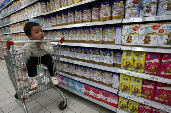 child in Chinese supermarket