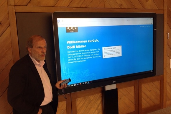 Zug mayor Dolfi Müller shows off the blockchain vote system