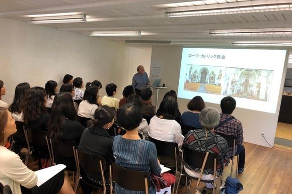 「日本語で聴くスイスドイツ語」講座の様子