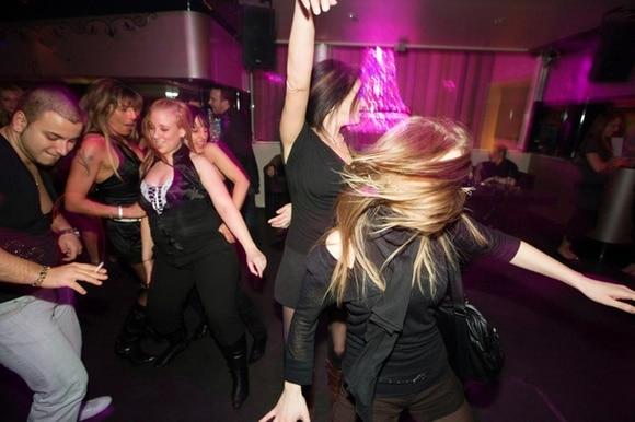 насилия в ночном клубе
