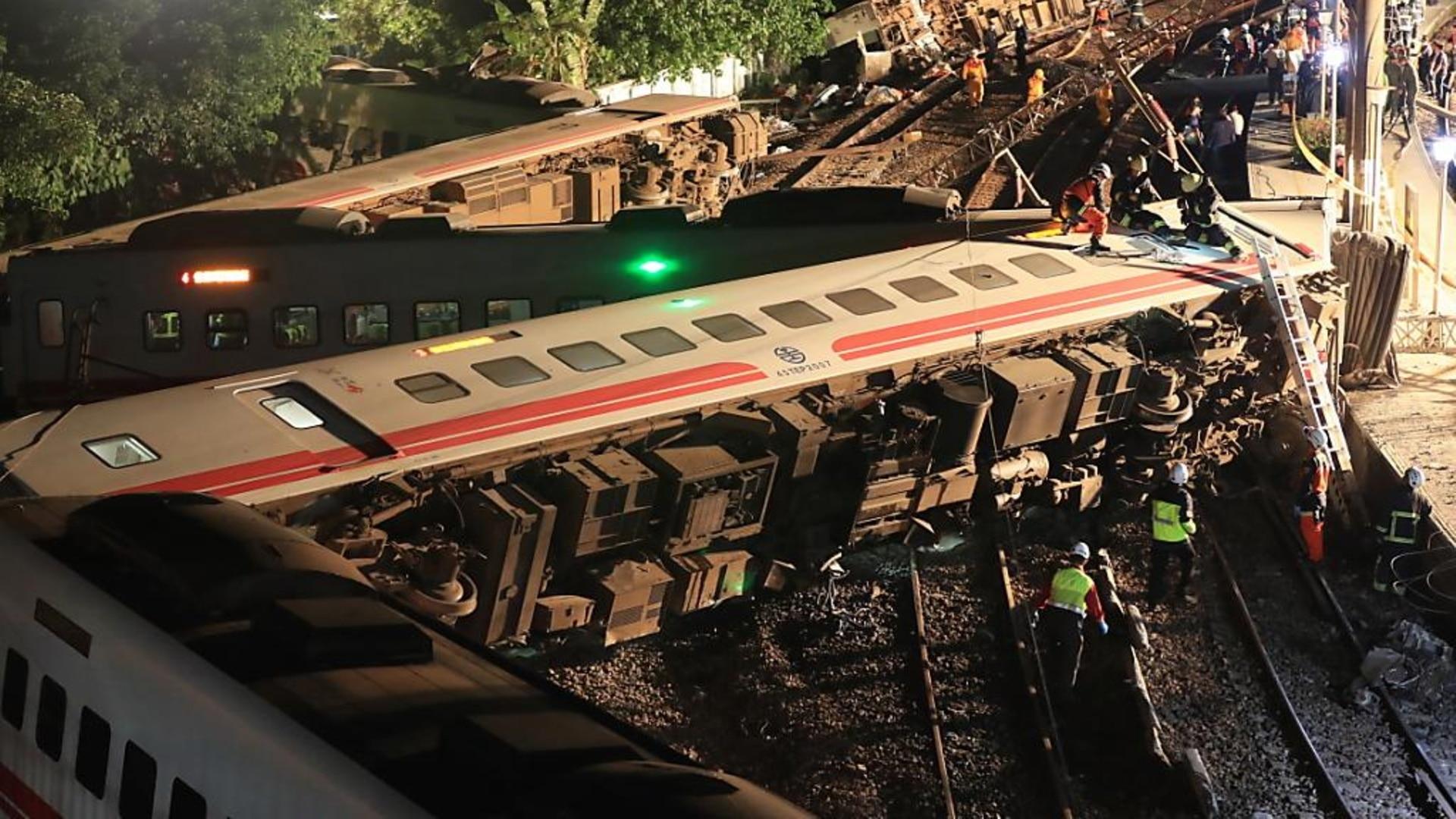 Le déraillement d'un train à Taïwan fait 18 morts et 175 blessés - SWI  swissinfo.ch