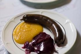 豚の血入りソーセージ「ブダン」は、サン・マルタン祭名物のコース料理を彩る一品だ