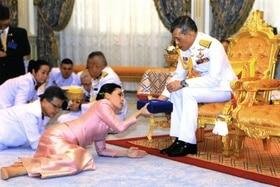 王妃 タイ 国王 日本でほぼ報道されていないタイ国王の「奇行」妻を人前で裸に?