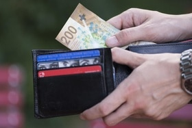 a wallet with 200 Francs