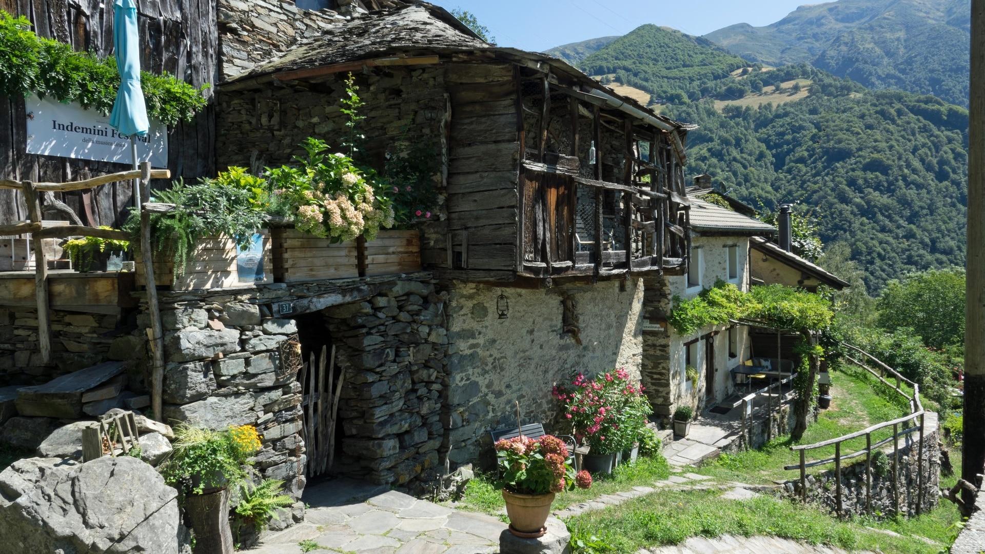 Купить домик в швейцарии недорого в деревне дом у озера в дубае