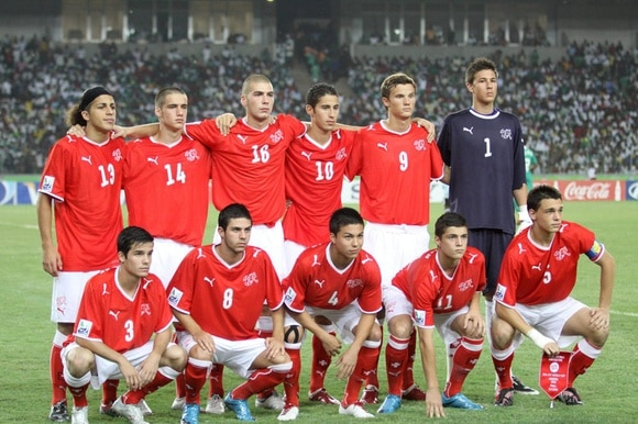 Switzerland's victorious U17 team before the final,