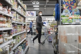 man shopping with a face mask
