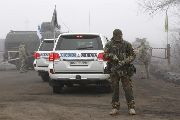OSCE cars with Ukrainian soldier guard