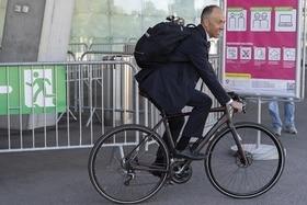 Der freisinnige Nationalrat und ehemalige Radrennfahrer Rocco Cattaneo auf dem Velo