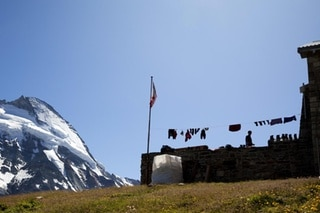 Climbers hang wet clothing on the washing line in front of the SAC s Schoenbiel Hut above Zermatt