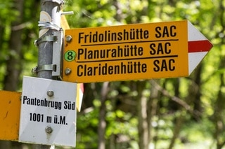 A signpost at the Panten Bridge behin Tierfehd in Linthal in the canton of Glarus, Switzerland