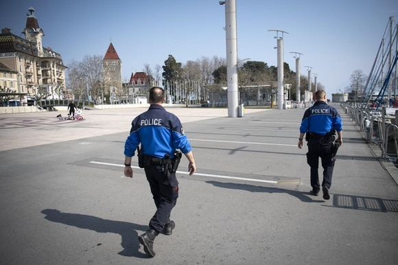 Lausanne police officers