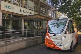 An autonomous bus on the Belle-Idée hospital site.