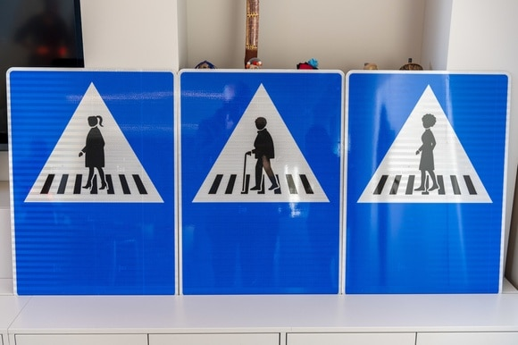 Alternative street signs for pedestrians