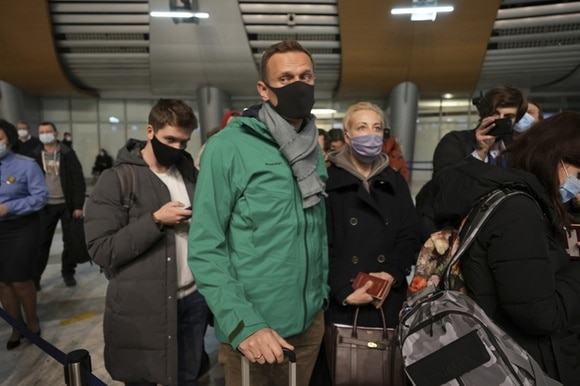 Navalny and his wife at Moscow airport