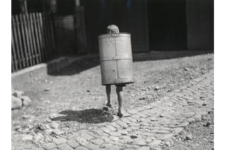 Child carrying milk container