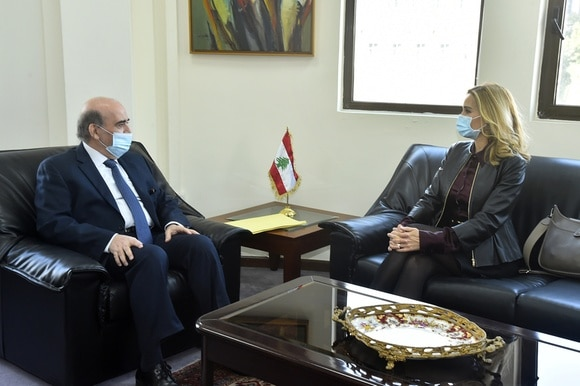 Lebanese foreign minister and Swiss ambassador in talks