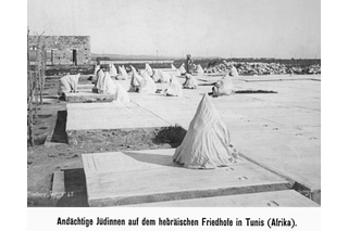 Jewish women in the cemetery in Tunis in 1908.