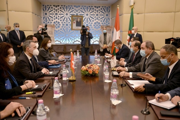 Swiss and Algerian government delegations at a table